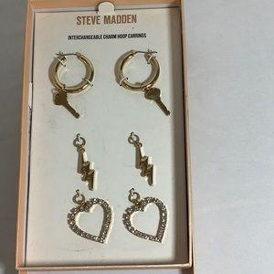 NWT Steve Madden gold earrings